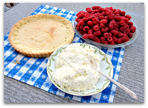 raspberry cream dream tart Sour Cream Raspberry Tart: Berry Dairy Delicious